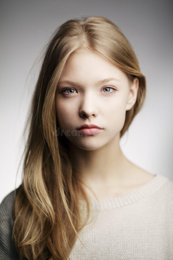 Piękny nastoletni dziewczyna portret obraz stock