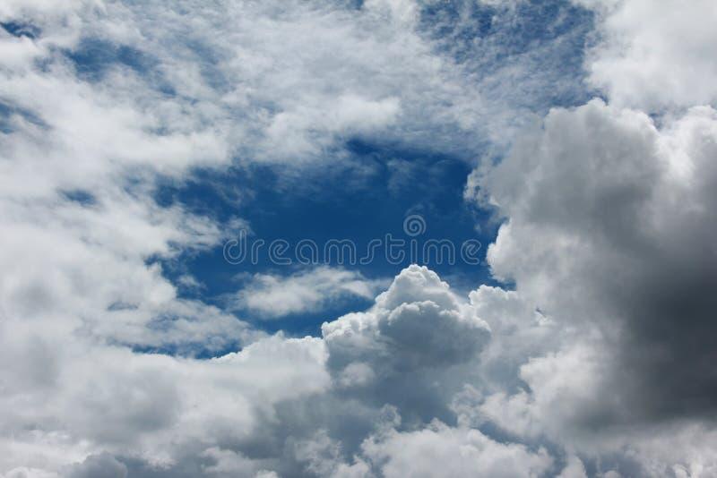 Piękny niebieskie niebo obraz stock