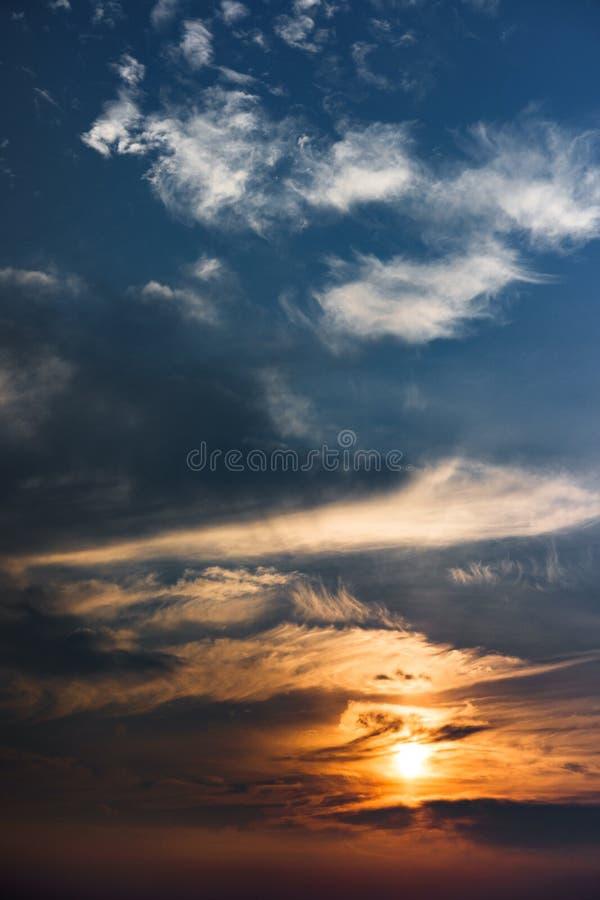 Piękny niebo z chmurami i słońcem fotografia royalty free