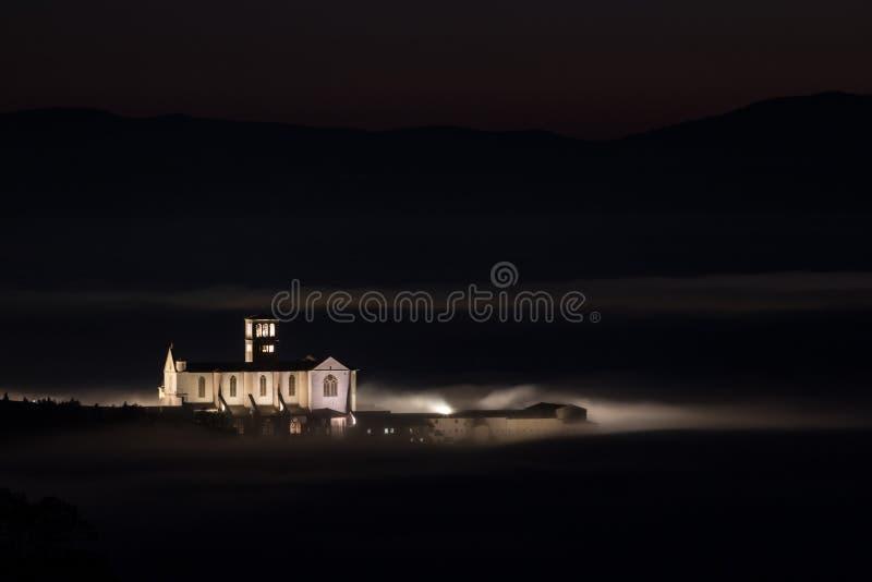Piękny noc widok St Francis kościelny Assisi, Umbria zdjęcia royalty free