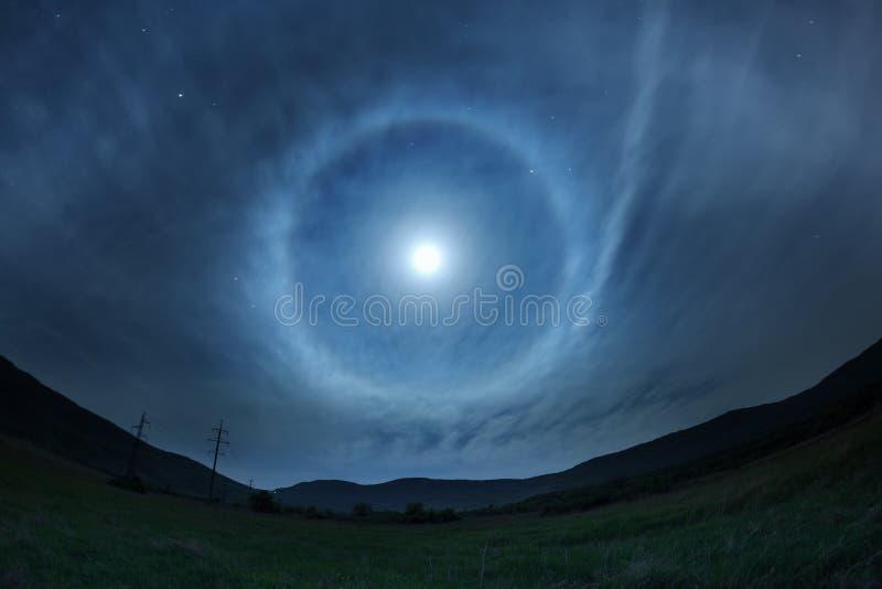 Piękny nocne niebo z gwiazdami i księżyc w pełni zdjęcie royalty free