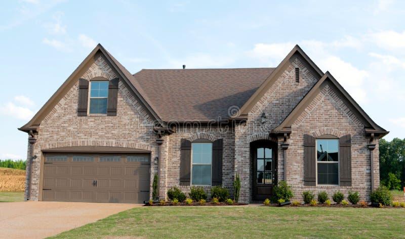 Piękny nowa budowa dom Dla sprzedaży zdjęcie stock