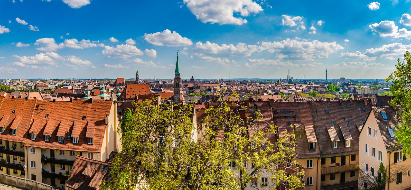 Piękny Nuremberg, panoramy stary grodzki centrum miasta pejzaż miejski obrazy royalty free