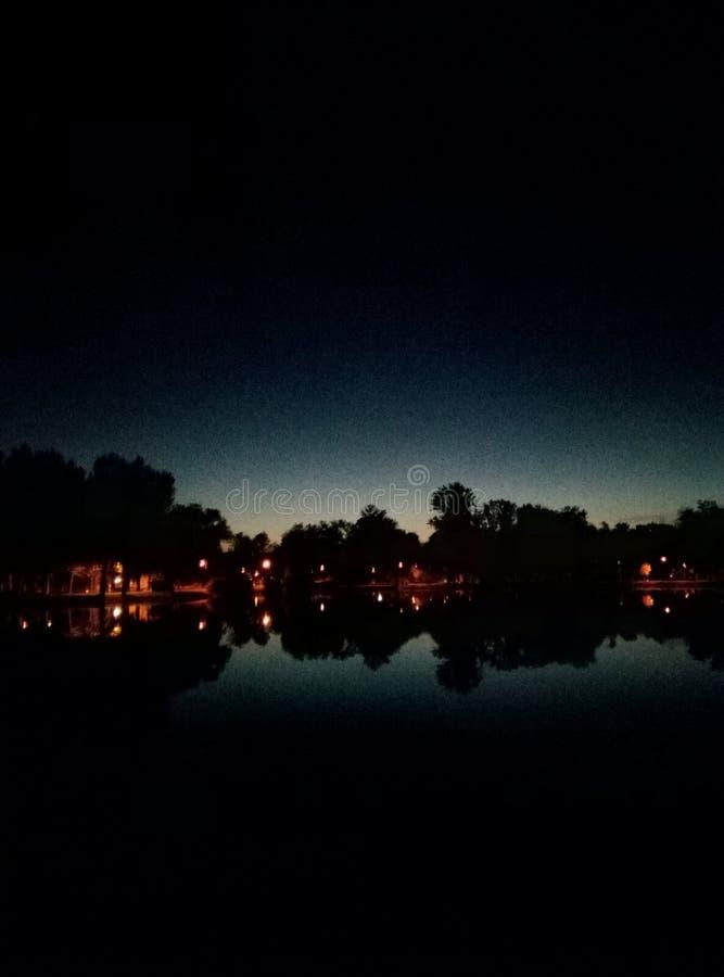 Piękny odbicie lampiony w jeziorze obrazy royalty free