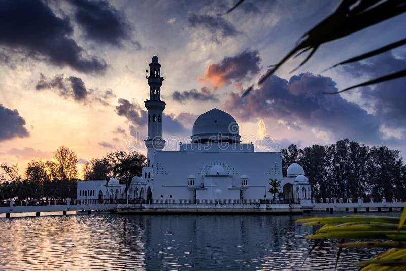 Piękny odbicie Tengku Tengah Zaharah Mos i natura zdjęcia stock