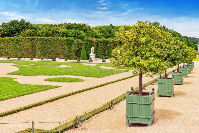 Piękny ogród w Sławnym pałac Versailles (górska chata de Ve zdjęcia royalty free