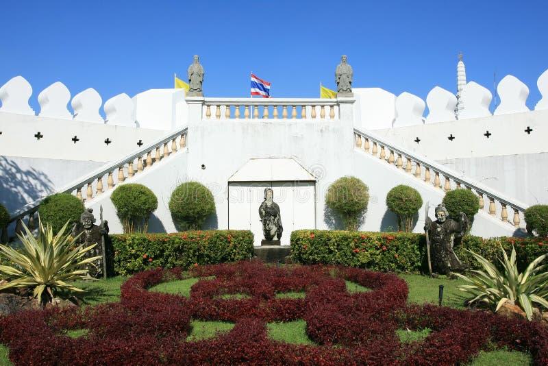 piękny ogrodowy pobliski ornamentu ściany biel obraz royalty free