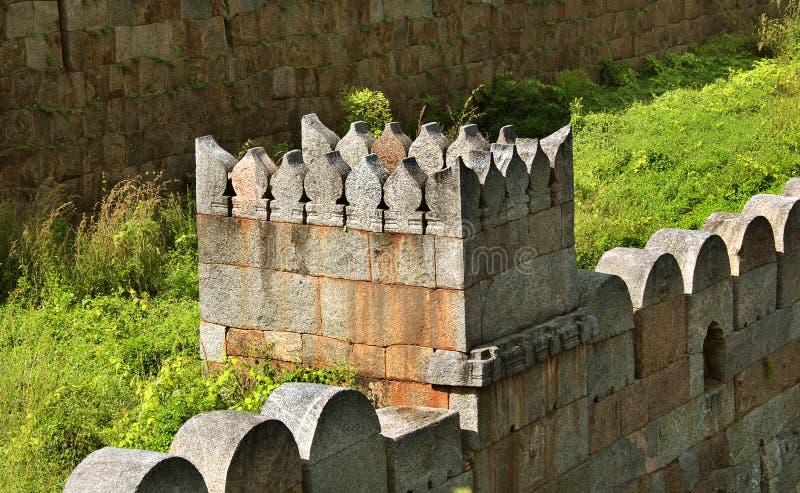 Piękny ornamentacyjny battlement z ścianą obraz stock