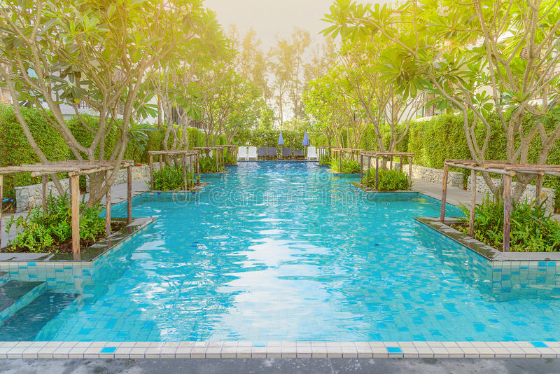 Piękny pływacki basen w tropikalnym kurorcie, Phuket, Tajlandia fotografia stock