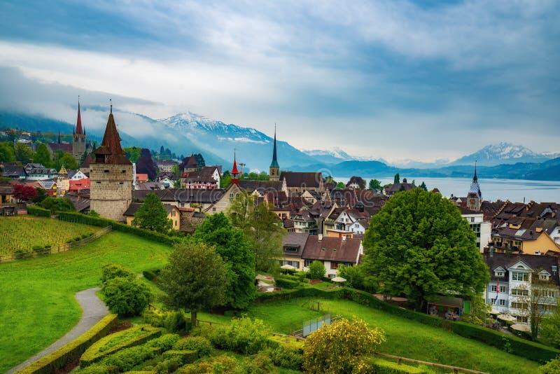 Pi?kny panoramiczny odg?rny widok stary miasteczko Zug, Szwajcaria zdjęcia stock