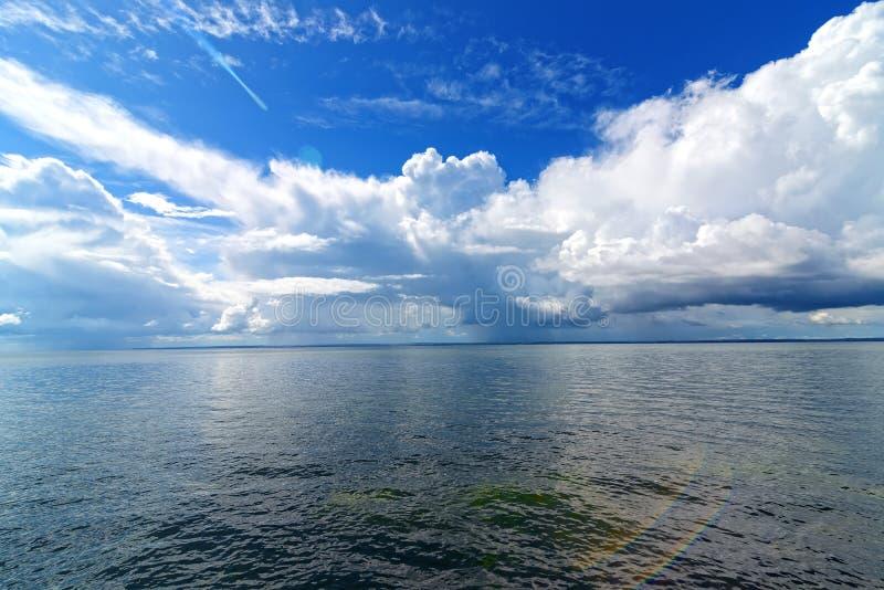 Piękny panoramiczny widok chmury obrazy royalty free