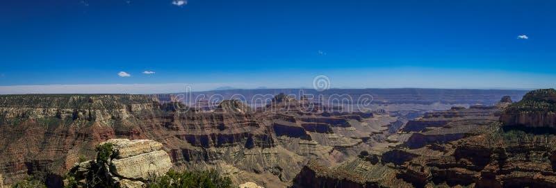 Piękny panoramiczny widok falezy nad Jaskrawy anioła jar, ważny dopływ Uroczysty jar, Arizona, widok od zdjęcia stock