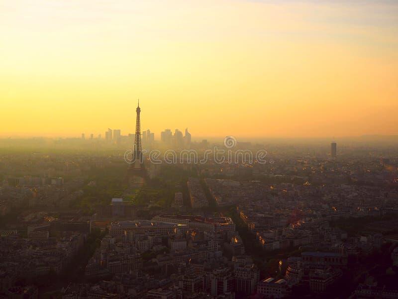 Piękny panoramiczny widok z lotu ptaka Paryż i wieża eifla przy zmierzchem Montparnasse wierza, Paryż, Francja obrazy royalty free