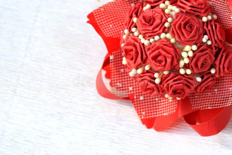 Piękny papierowy róża bukiet odizolowywający na białym tle obrazy royalty free