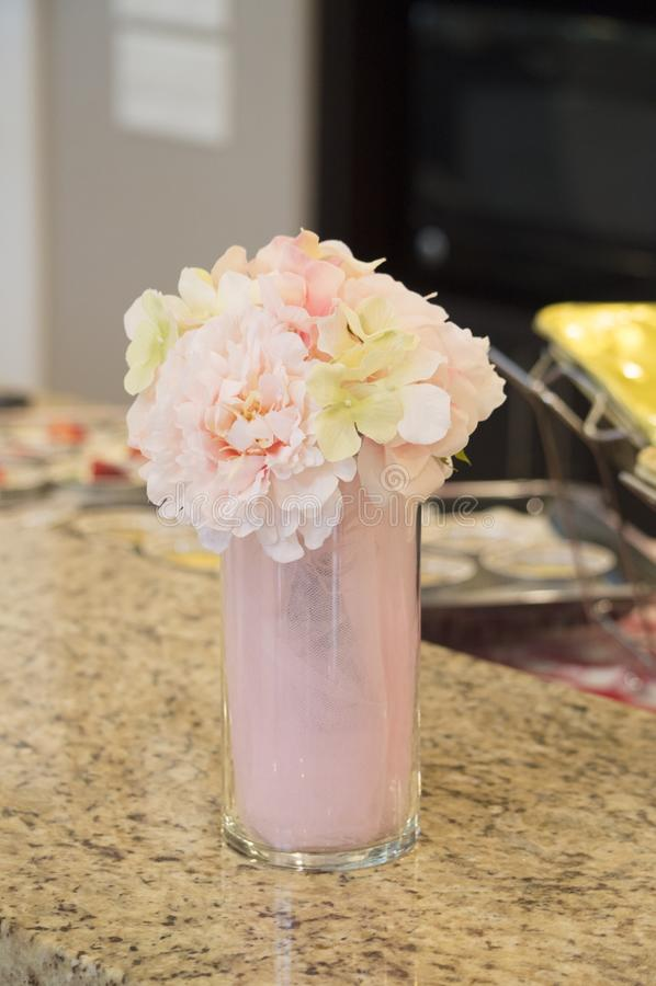 Piękny pastel barwił centerpiece przy bridal prysznic obraz royalty free