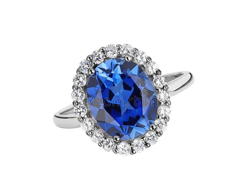 Piękny pierścionek z błękitnym klejnotem odizolowywającym na bielu (kamień) obraz stock