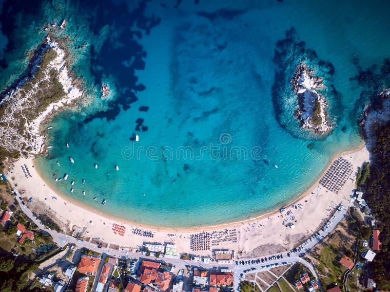 Piękny plaża wierzchołka widok z lotu ptaka trutnia strzał zdjęcia royalty free