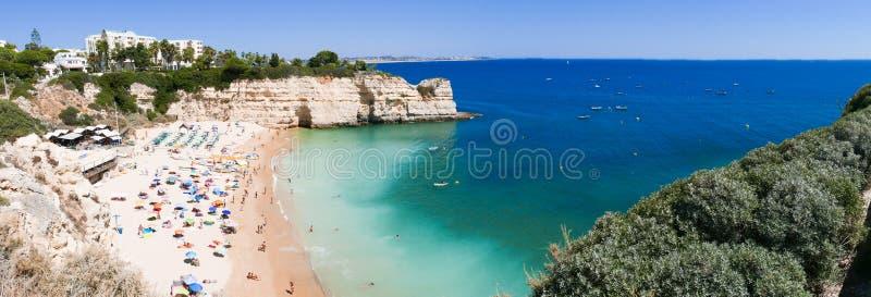 Piękny plażowy Praia da Senhora da Rocha w Portugalia, Algarve - panorama obrazek obraz stock