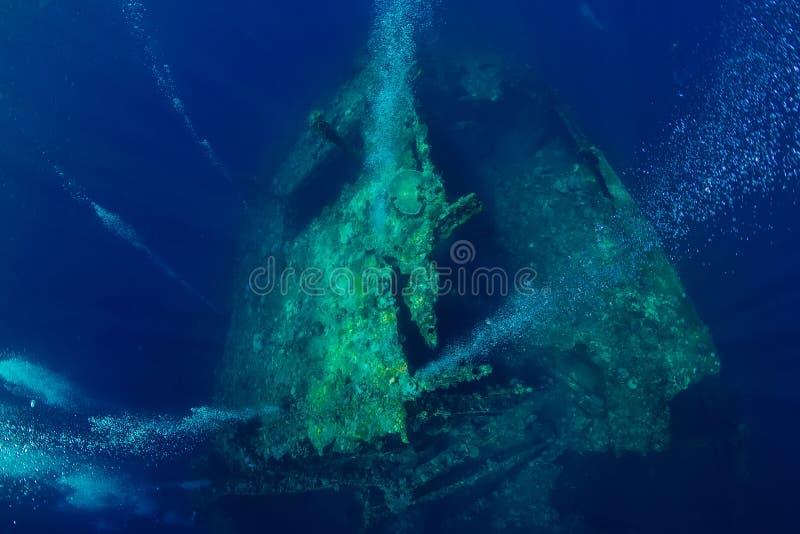 Piękny podwodny świat z bąblami przy USS swobody shipwreck zdjęcia stock
