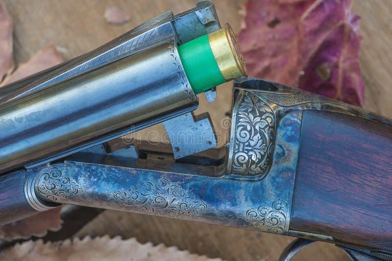 Piękny polowanie ładujący rocznika pistoletu zakończenie up zdjęcie royalty free