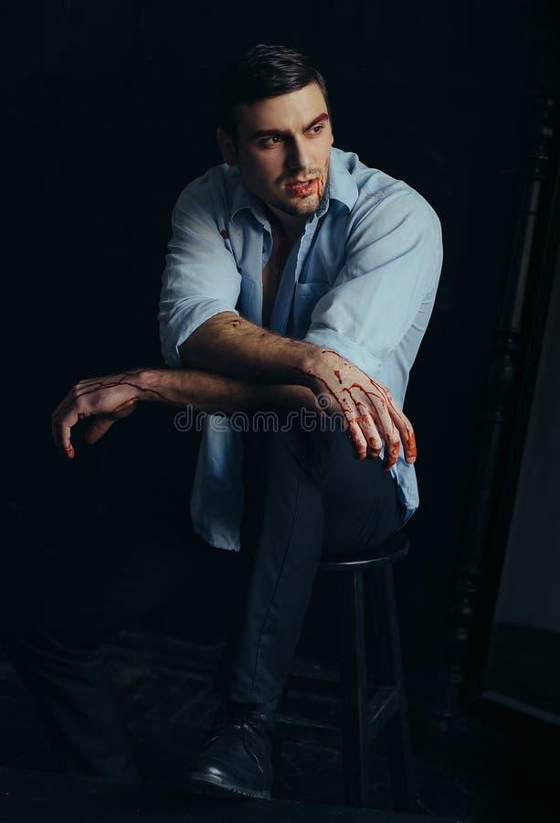 Piękny pompujący mężczyzna zdjęcia stock