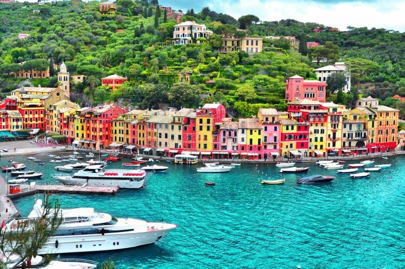 Piękny Portofino z kolorowymi domami, wille, luksusowi jachty i łodzie, Liguria, Włochy, Europa zdjęcie royalty free
