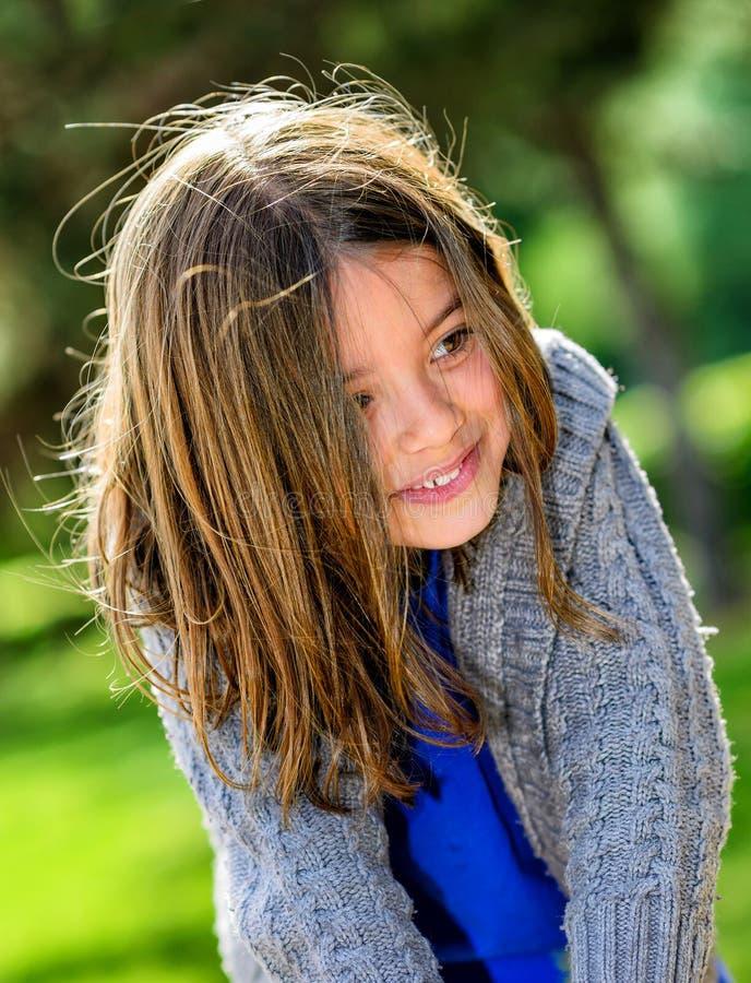 Piękny portret śliczny dziecka bawić się fotografia royalty free