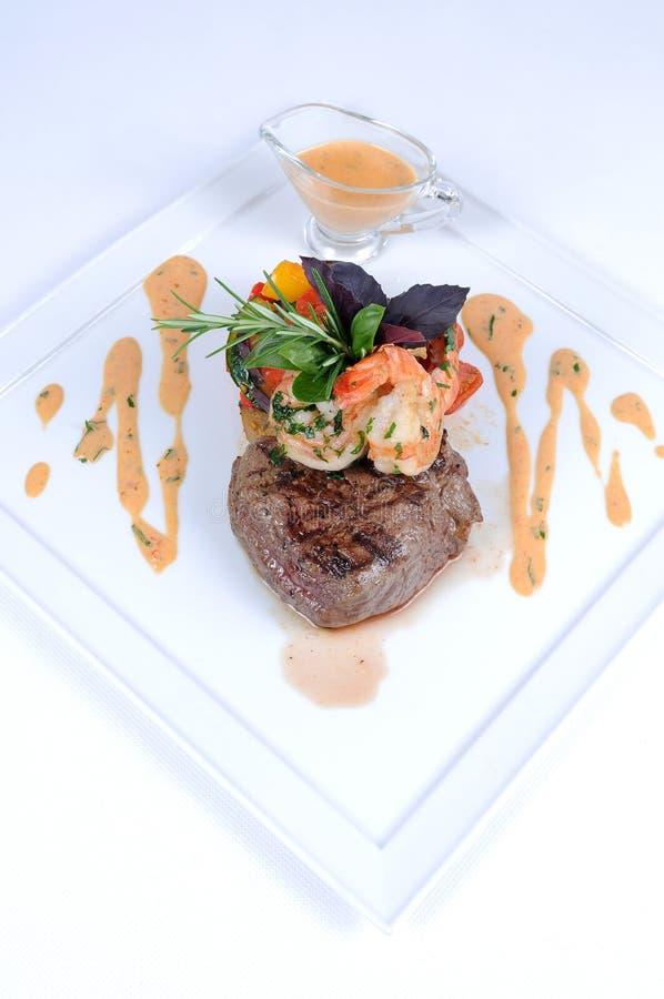 piękny posiłek przelecieć talerz krewetek stek fotografia royalty free