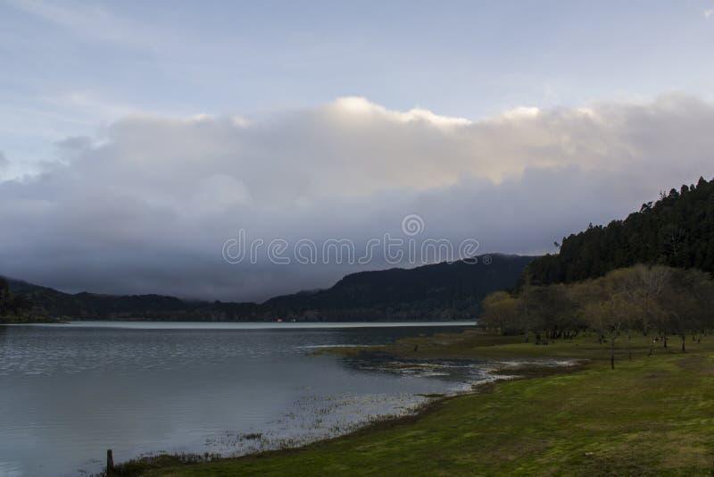 Piękny powulkaniczny jezioro krajobraz obraz royalty free
