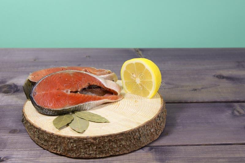 Piękny przecinanie świeża ryba zdjęcia stock