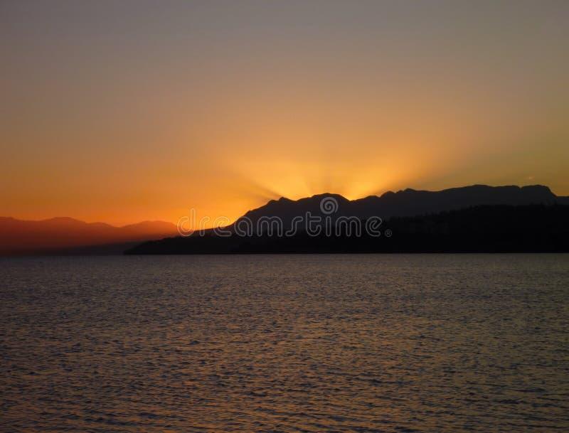 Piękny romantyczny wschód słońca przy lago villarica w chile fotografia royalty free