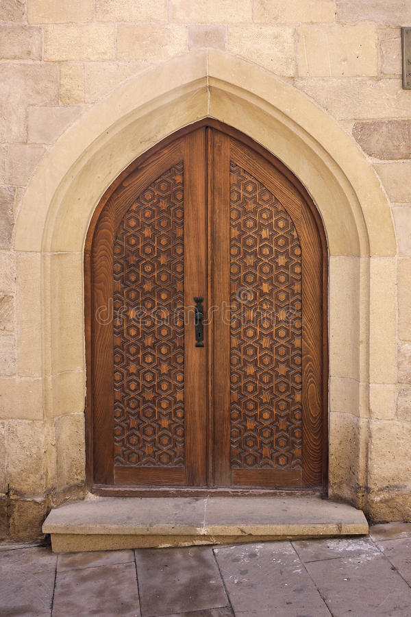 Piękny rzeźbiący drzwi przy wejściem antyczny meczet baku Azerbejdżan obrazy stock