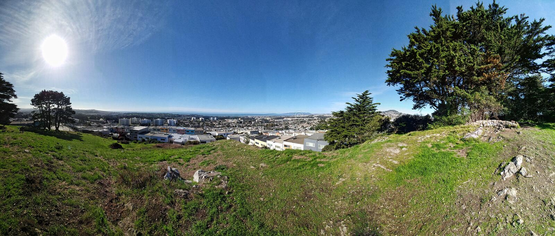 Piękny słoneczny dzień w San Francisco wzgórza wierzchołku fotografia royalty free