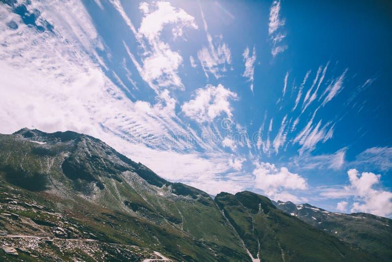 piękny sceniczny góra krajobraz w Indiańskich himalajach, Rohtang obraz royalty free