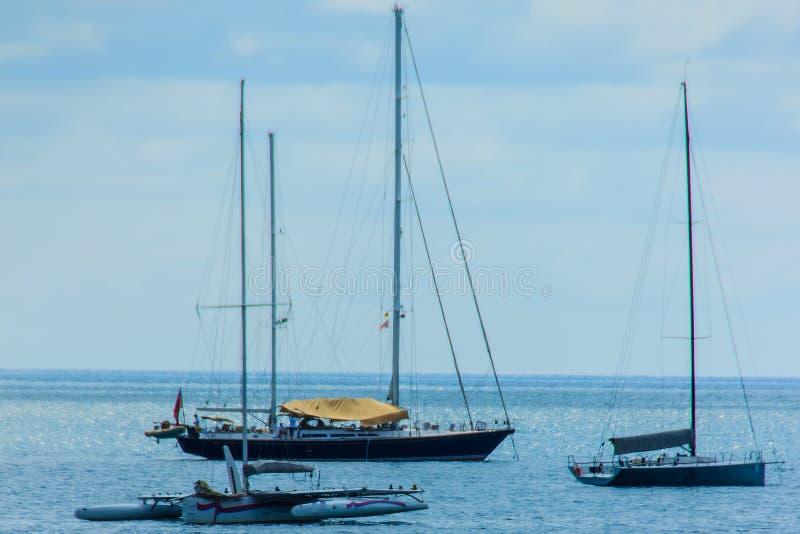 Piękny seascape widok Nai Harn plaża Phuket z żagla jachtem fotografia royalty free
