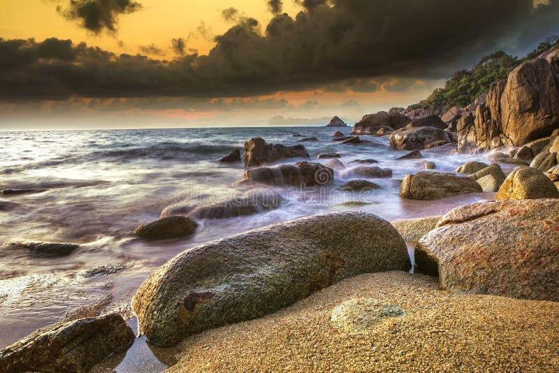 Piękny seascape z dramatycznym niebem przy koh Tao suratthani południowym Thailand obraz royalty free
