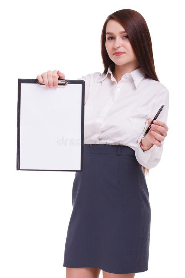 Piękny sekretarki mienia schowek i writing na nim pojedynczy białe tło obrazy royalty free