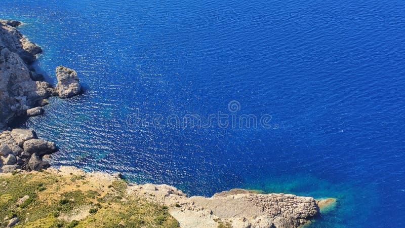 Piękny skalisty brzeg Balearic morze Widok z lotu ptaka od Mirador Es Colomer, Pollenca, Palma de Mallorca, Hiszpania zdjęcia stock