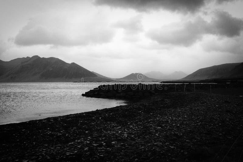 Piękny skalisty wybrzeże rzeka obrazy stock