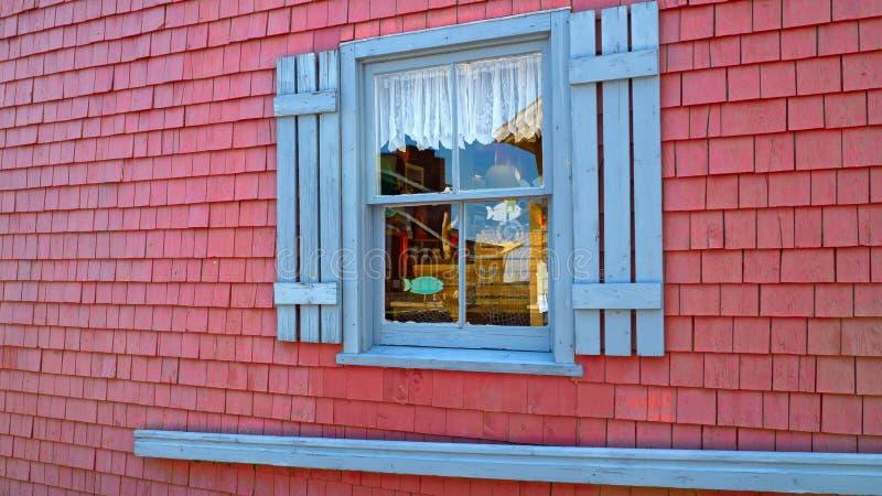 Piękny sklep z błękitnym okno w lecie w Charlottetown, Kanada obrazy stock