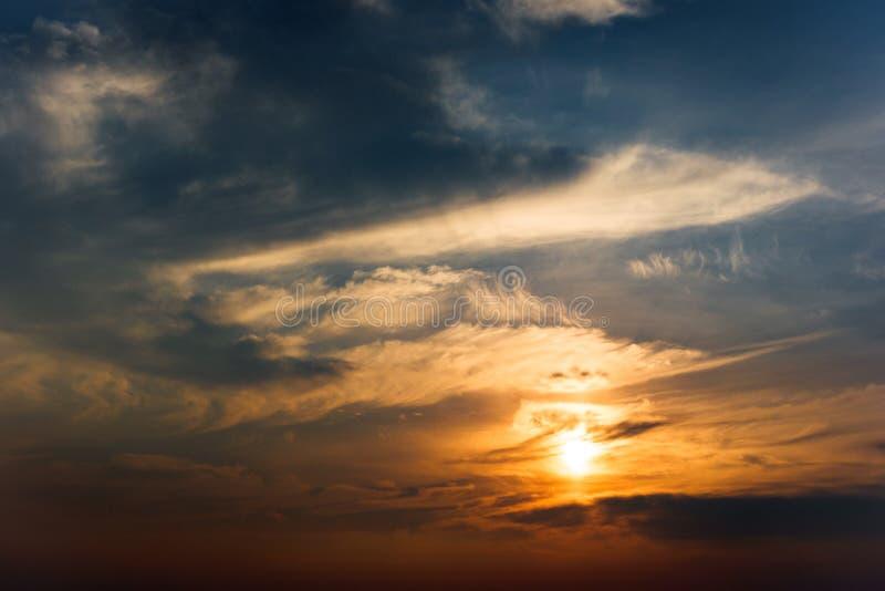 Piękny skyscape z chmurami i słońcem obrazy royalty free