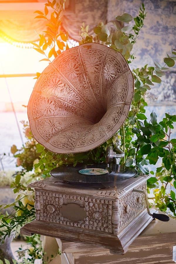 Piękny srebny rocznika fonograf gramofon retro stonowany obrazy royalty free
