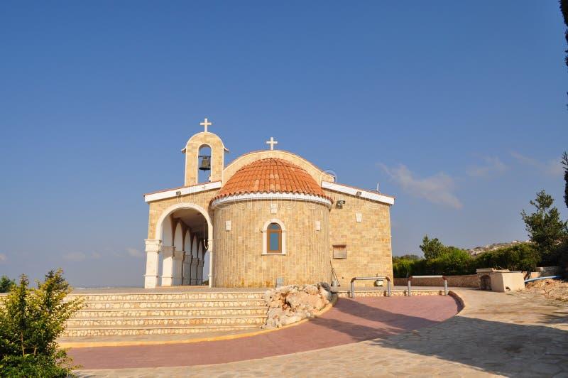Piękny stary kamienny kościół przeciw niebieskiemu niebu obrazy royalty free