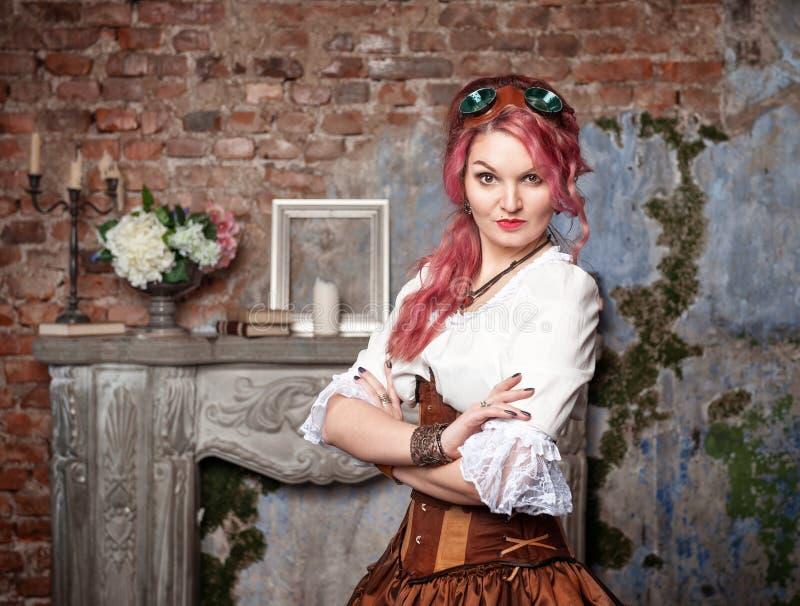 Piękny steampunk kobiety pozować obraz royalty free