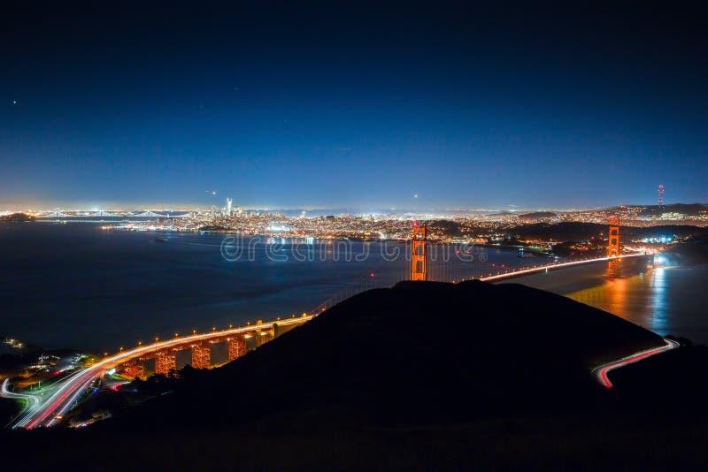 Piękny strzał brać od jastrzębia wzgórza Golden Gate Bridge obrazy royalty free