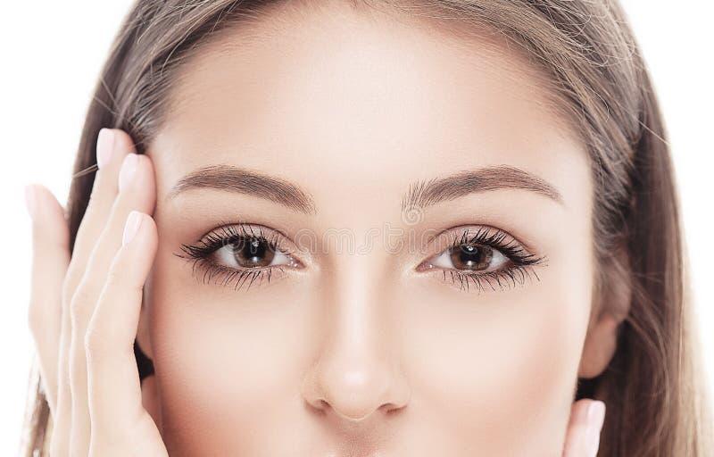 Piękny szczęśliwy młoda kobieta portreta oczu nos zdjęcie royalty free