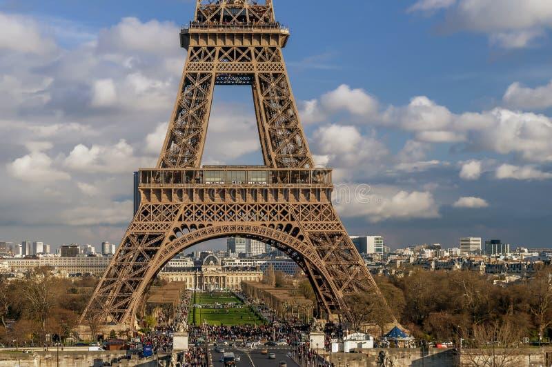 Piękny szczegół otaczania od Trocadero z dramatycznym niebem w tle i wieża eifla, Paryż, Francja obraz royalty free