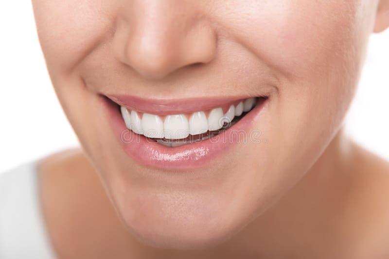 Piękny szeroki uśmiech młoda kobieta zdjęcie stock
