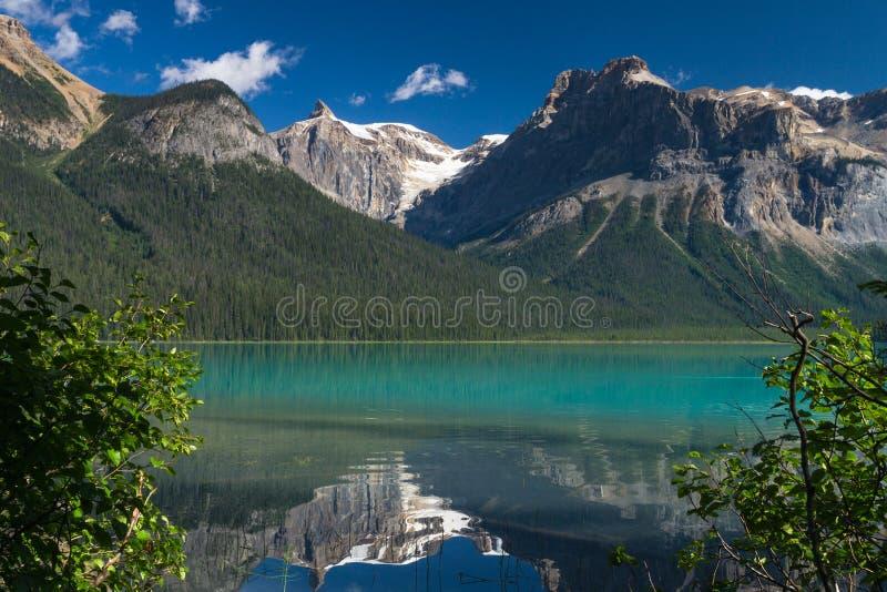 Piękny szmaragdowy jezioro obrazy stock