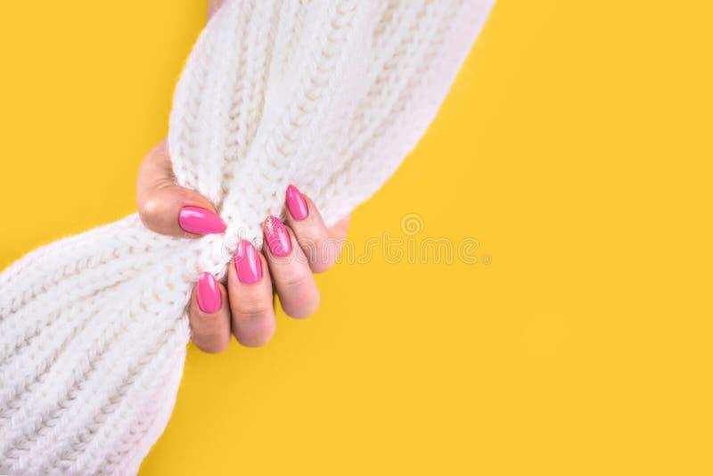 Piękny sztuka manicure nowożytny menchia kolor obrazy royalty free